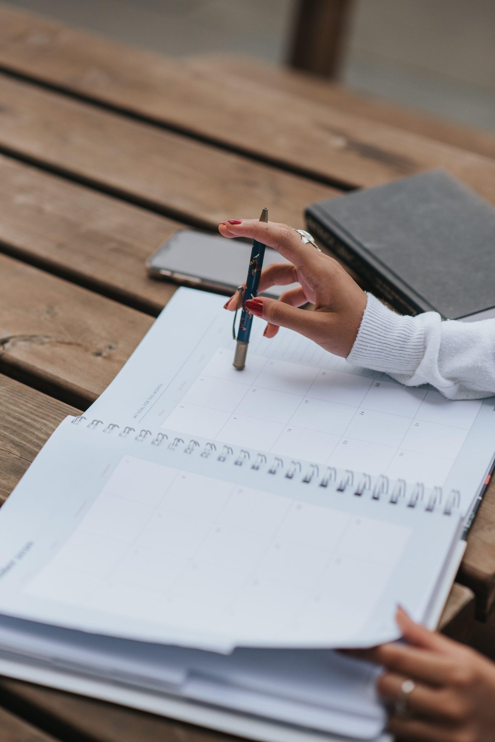 Entrepreneur avec agenda vide